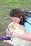 De gedeprimeerde droevige hond van het tienermeisje Royalty-vrije Stock Afbeelding