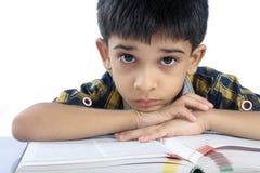 De gedeprimeerde jongen van de School stock foto