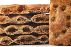 De gedetailleerde stapel van plakken droogt brood (clouse omhoog) Stock Afbeelding