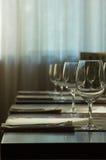 De gediende lijst bij restaurant Royalty-vrije Stock Afbeeldingen