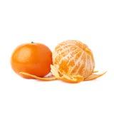 De gediende sappige geïsoleerde samenstelling van het mandarijnfruit Stock Foto's