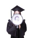 De gediplomeerde student van de vrouw gelukkig met megafoon stock afbeelding
