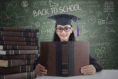 De gediplomeerde handboeken van de studentenlezing royalty-vrije stock afbeeldingen