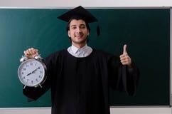 De gediplomeerde student voor groene raad stock afbeeldingen