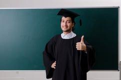 De gediplomeerde student voor groene raad stock fotografie