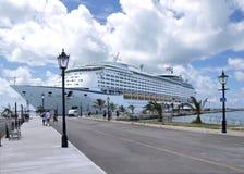 De Gedokte Kant van de cruise voering Stock Foto's