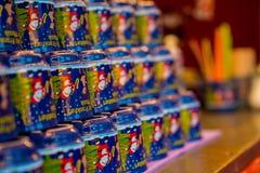 De geest van de Kerstmismarkt tijdens sneeuwnacht stock foto's