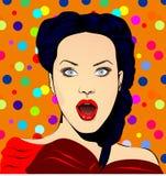 De gefingeerde verraste stijl van het vrouwenpop-art, met kleurrijke stipachtergrond Stock Afbeelding