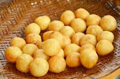 Gefrituurde aardappelballen. Stock Afbeelding