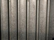 De gegalvaniseerde dicht omhoog geschotene omheining van de bladstaaltuin royalty-vrije stock afbeeldingen