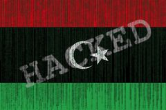 De gegevens Binnendrongen in een beveiligd computersysteem vlag van Libië Libische vlag met binaire code Royalty-vrije Stock Foto's