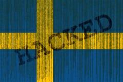 De gegevens Binnendrongen in een beveiligd computersysteem vlag van Zweden De vlag van Zweden met binaire code Stock Foto