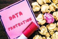De Gegevensbescherming van de handschrifttekst De conceptenbetekenis beschermt IP adressen en persoonsgegevens tegen schadelijke  royalty-vrije stock foto's