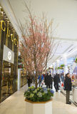 De Geheime de bloemdecoratie van het Tuinthema met kersenboom tijdens de beroemde Jaarlijkse Bloem van Macy s toont Stock Afbeeldingen