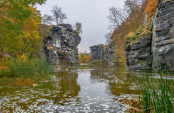 De geheimzinnige vorming van canionbuki van rotsen tot 30 meters Stock Afbeeldingen