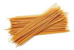 De gehele die deegwaren van de korrelspaghetti op wit, hierboven worden geïsoleerd van royalty-vrije stock fotografie