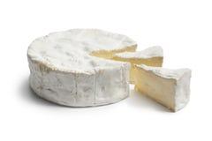 De gehele kaas en de stukken van de Camembert Royalty-vrije Stock Afbeeldingen