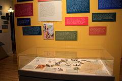 De geheugenmuur met woorden die van Viet Nam Vets, de verschrikkingen van oorlog, Militair Museum, Saratoga overspelen springt, N Stock Afbeelding