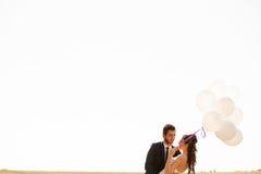De gehuwde gelukkige impulsen van de paarholding ter beschikking Royalty-vrije Stock Afbeeldingen