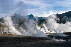 De geisers van Gr Tatio, dichtbij San Pedro de Atacama - Chili stock foto