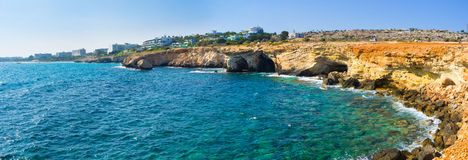 De gekartelde kustlijn Stock Foto's