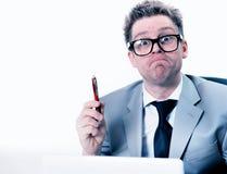 De gekke en grappige manager beklemtoonde op het werk Stock Fotografie