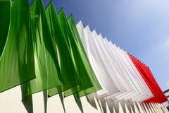 De gekleurde banners maken de Italiaanse vlag, EXPO 2015 Milaan Royalty-vrije Stock Foto
