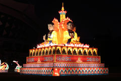 De gekleurde lantaarn toont sakyamunistandbeeld Stock Foto
