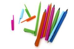 De gekleurde pennen isoleerden wit Royalty-vrije Stock Fotografie