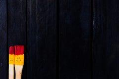 De gekleurde pret van de borstelsglimlach en gelukkig Stock Foto's