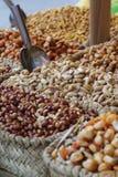De Gekonfijte vrucht verkoopt in de markt stock afbeelding