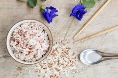 De gekookte rijstvolwitte rijsten maakten gebrekkig de super voordelen van het vitaminevoedsel schoon royalty-vrije stock foto's