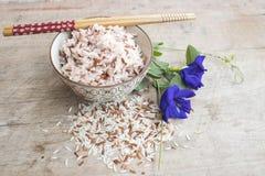 De gekookte rijstvolwitte rijsten maakten gebrekkig de super voordelen van het vitaminevoedsel schoon stock fotografie