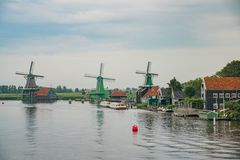 De Gekroonde Poelenburg, De Kat, mulino a vento di Windmill De Zoeker e fotografie stock libere da diritti