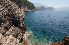De gelaagde bergen van Montenegro zijn samengestelde afzettingsgesteenten Royalty-vrije Stock Foto
