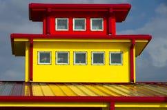 De gele Bouw met Rode Versiering Stock Afbeelding