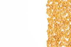 De gele Bovenste laagjes van sterrenfunfetti op witte achtergrond Stock Afbeelding