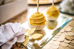 De gele cake knalt Royalty-vrije Stock Foto's