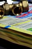 De gele folder B van de pagina'stelefoon Stock Afbeeldingen