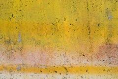De gele geschilderde muur van Grunge Stock Afbeeldingen