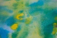 De gele, groene en blauwe slagen van de waterverfborstel Achtergrond voor ontwerp Kleurrijke hand geschilderde waterverfachtergro Stock Fotografie