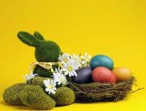 De gele horizontale scène van thema Gelukkige Pasen - Royalty-vrije Stock Fotografie