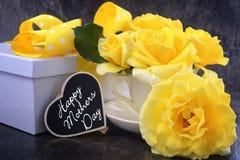 De gele rozen van de moedersdag royalty-vrije stock foto's