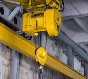 De gele straal van de productiekraan, productiekraan voor het opheffen van lading, close-up royalty-vrije stock afbeelding