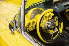 De gele van het Korvetchevrolet van 1958 klassieke auto Stock Foto's