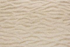 De gele van het overzeese golf strandzand voor textuur en achtergrond Royalty-vrije Stock Foto's