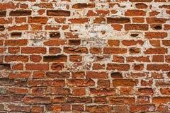 De gelegde rijen van bakstenen in de muur van een oud klooster Stock Fotografie