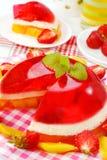 De gelei van de aardbei en van de mango met room Royalty-vrije Stock Foto's