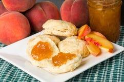 De gelei van de perzik op koekjes Stock Fotografie