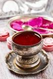 De gelei van eetbaar nam (rosa rugosa) wordt gemaakt bloemblaadjes dat toe royalty-vrije stock afbeelding